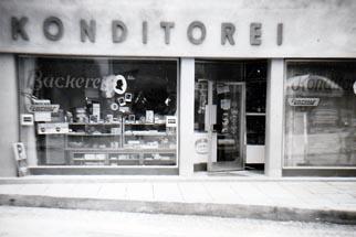 1954 – Erweiterung um eine Konditorei